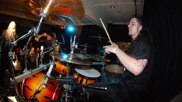Tagsüber steht Switchblade's Drummer Mat Piccolotto im RØDE Customer-Support zur Verfügung
